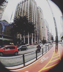 Faça fotos incríveis usando a Lente Macro Wide e Lente Fisheye para celular av paulista