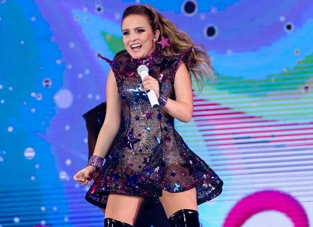 """A atriz e cantora vai encantar o público infantil com sua nova turnê  """"Larissa Manoela Outra Vez"""" 21730c5a2c"""